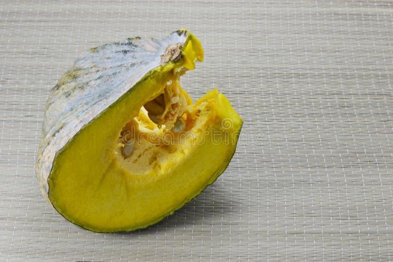 Download Zucca fotografia stock. Immagine di germoglio, frutta - 55359144
