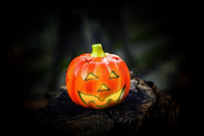 Zucca di Hallowen con gli occhi brillanti immagini stock libere da diritti