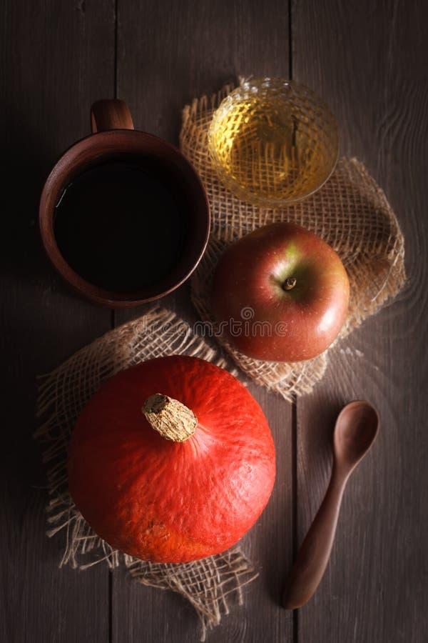 Zucca e mela ancora fotografia stock libera da diritti
