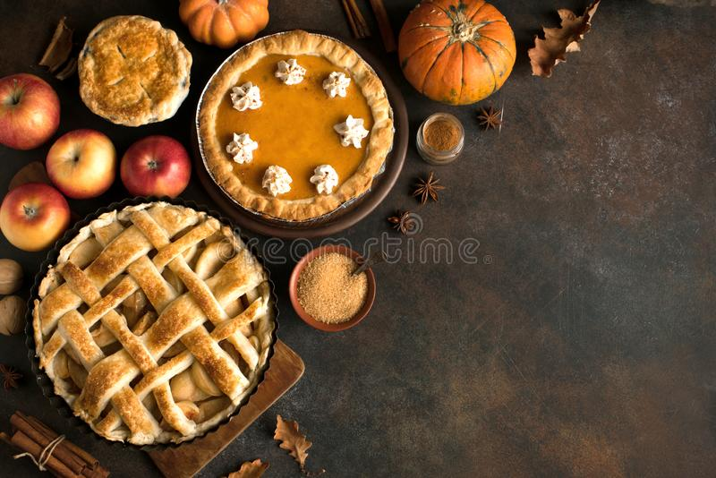 Zucca e torte di mele di ringraziamento immagine stock