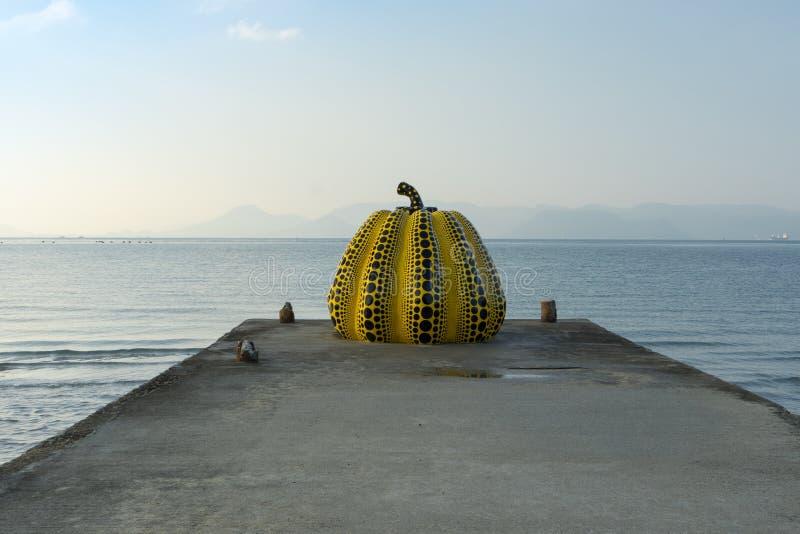 Zucca gialla da Yayoi Kusama fotografia stock