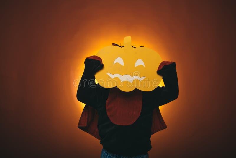 Zucca magica Luci scolpite di magia e della zucca Fine settimana felici di Halloween Concetto di festa di Halloween Fronti di orr fotografia stock libera da diritti