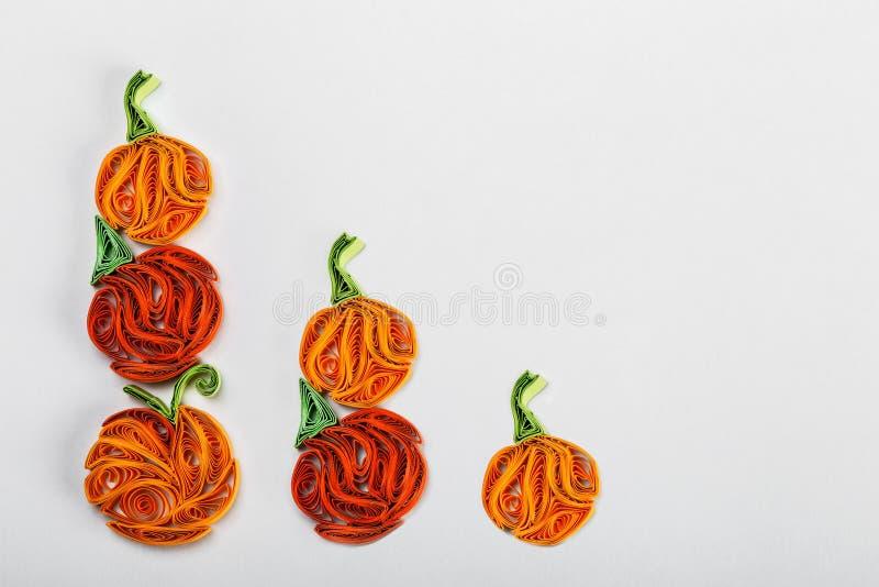 Zucche nelle tecniche quilling per Halloween fotografia stock libera da diritti