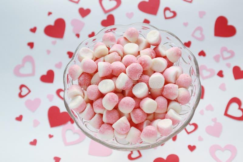 Zuccheri canditi su un fondo romantico immagini stock libere da diritti