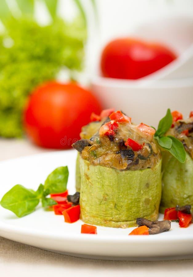 zucchini заполненный сыром стоковые фотографии rf