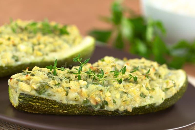 Download Zucchini enchido cozido foto de stock. Imagem de servido - 26522616