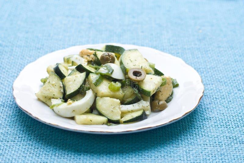 zucchini för äggolivgrönsallad royaltyfri fotografi