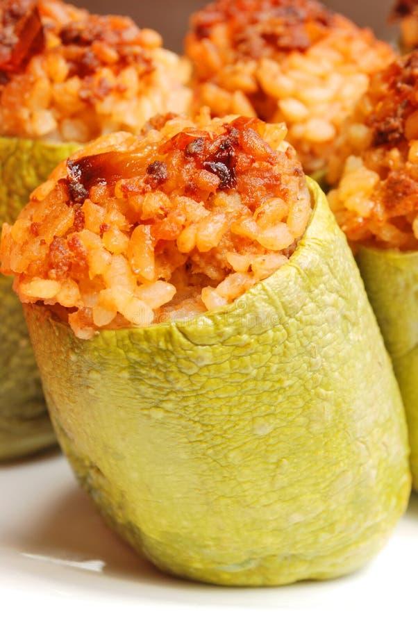 Zucchini farcito con carne e riso immagini stock libere da diritti