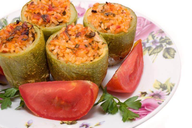 Zucchini farcito con carne e riso immagine stock