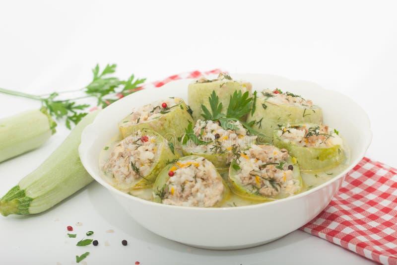 Zucchini farcito con riso, carne tritata e le verdure fotografia stock