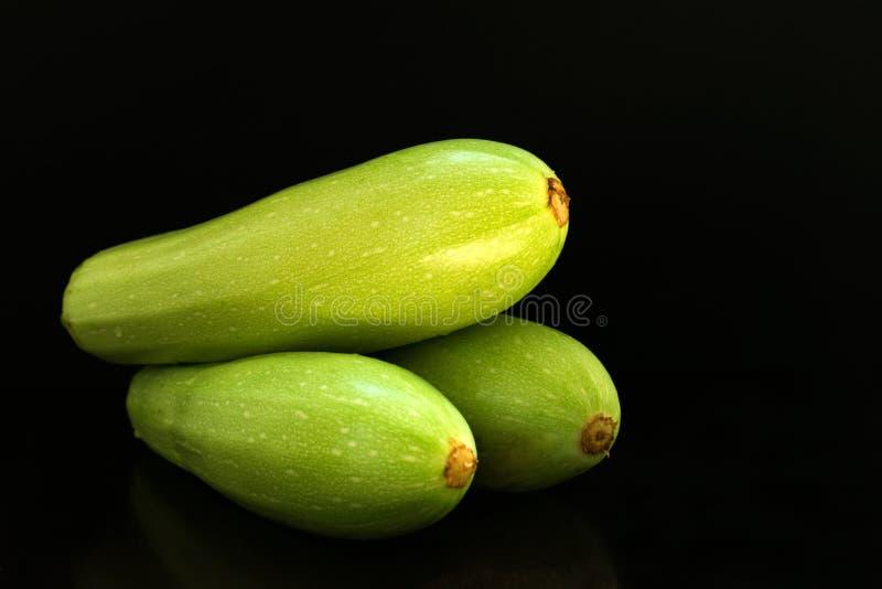 Zucchini, zucchini na czarnym tle fotografia royalty free