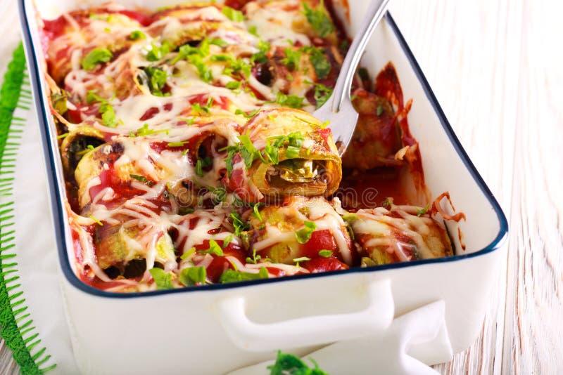 Zucchini rolki z serem i szpinakami zdjęcie stock