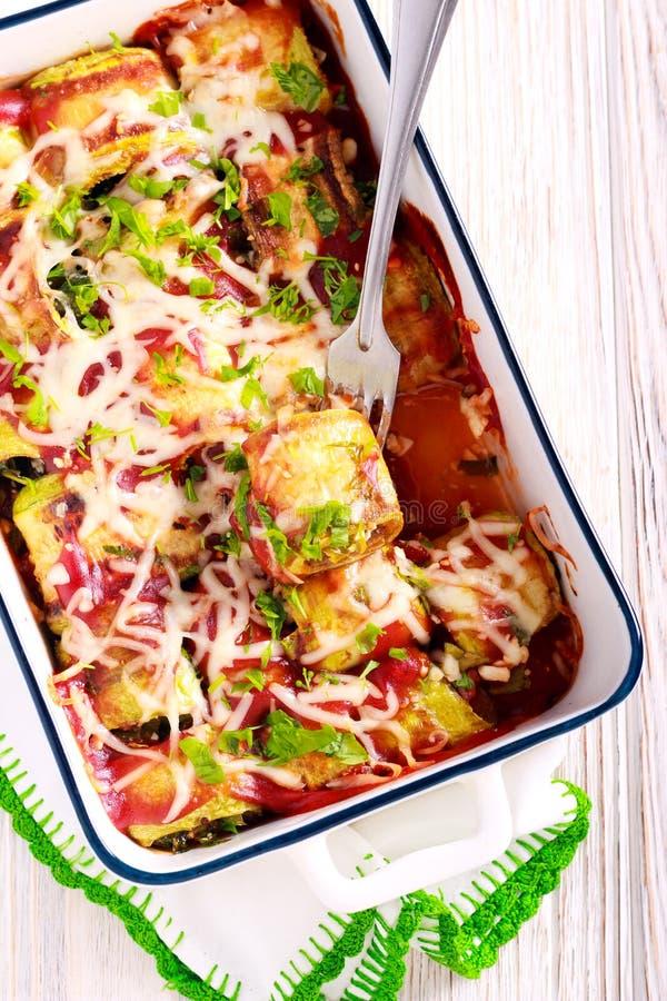 Zucchini rolki z serem i szpinakami zdjęcia stock
