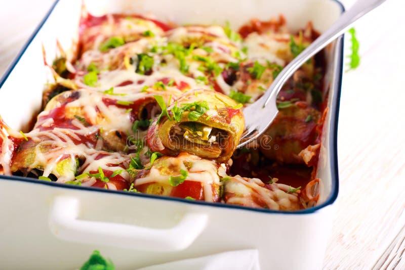 Zucchini rolki z serem i szpinakami fotografia royalty free