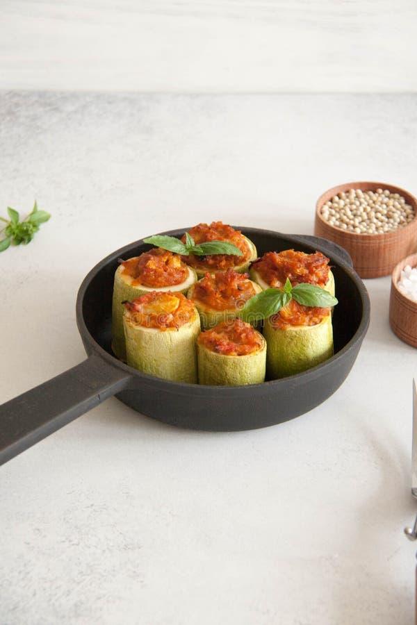 Zucchini som är välfylld med veggies royaltyfria foton
