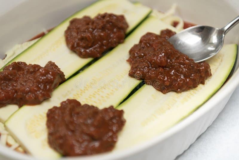 Zucchini weganinu bezmięsna roślina opierał się jedzenie - lassagna kucharstwo obraz stock