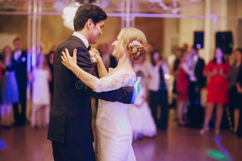 Zuerst Tanz hd lizenzfreie stockfotografie