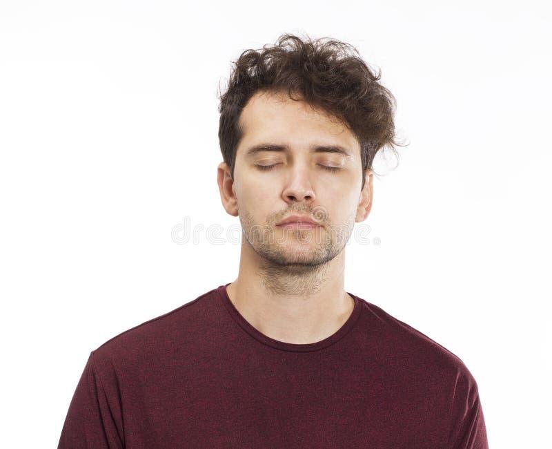 Zufällig hübsches tragendes T-Shirt des jungen Mannes stockfotos