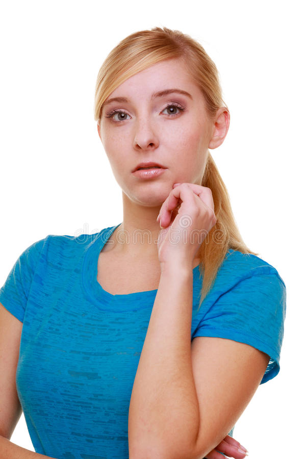 Zufällige blonde durchdachte nachdenkliche Mädchenstudentin des Porträts lokalisiert stockbild