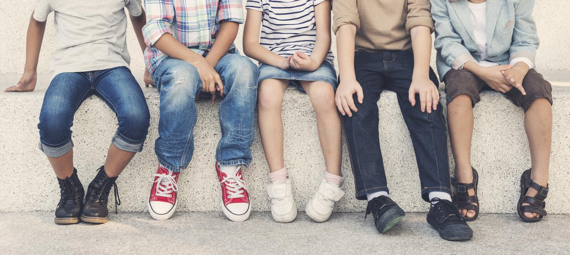 Zufällige Kindernettes nettes Freund-Kinderkonzept stockfoto