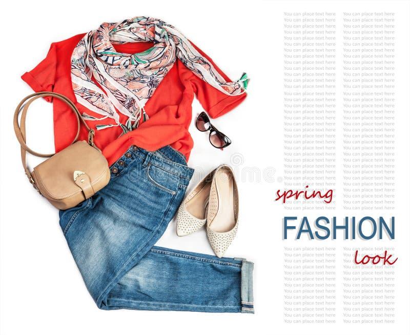 Zufällige Mode suchen nach Frühling mit Jeans und hellem Pullover stockfotografie