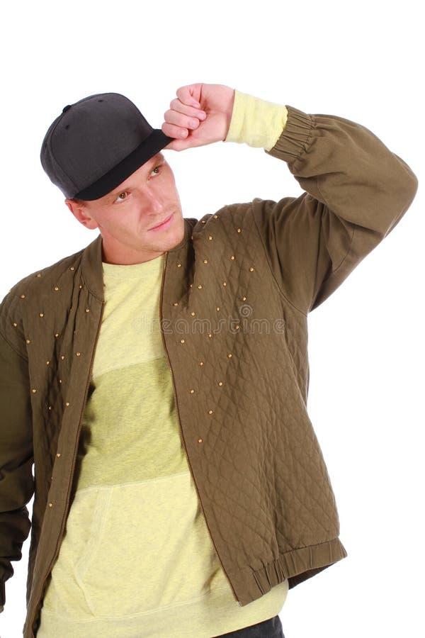 Zufälliger kühler junger Kerl mit Schale lizenzfreies stockbild