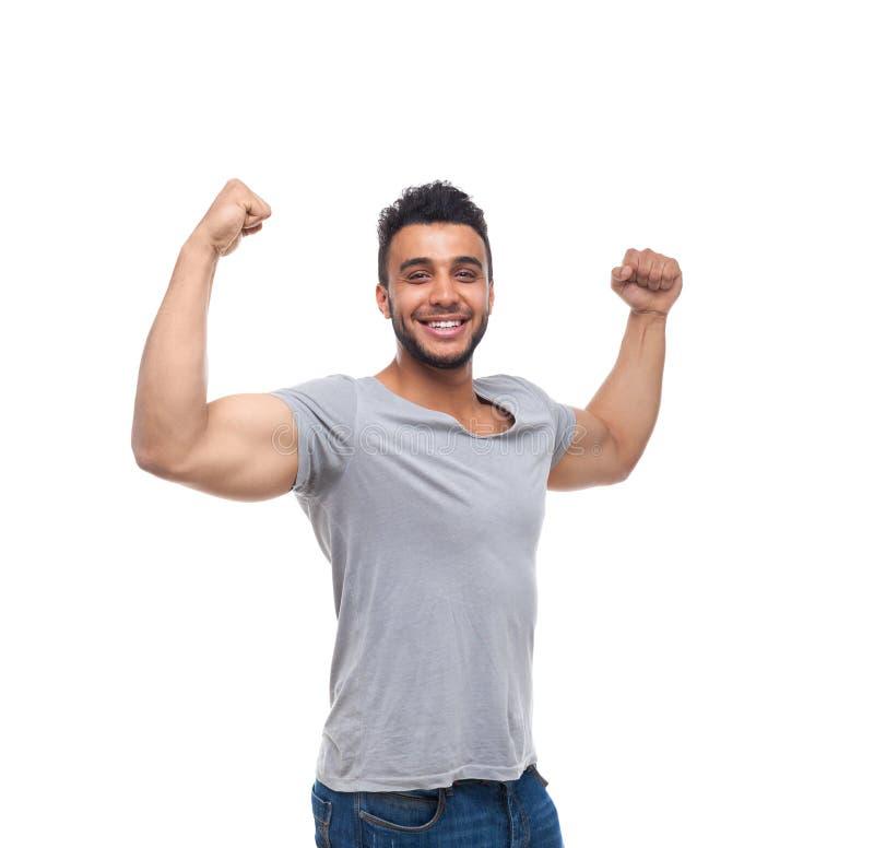 Zufälliger Mann-starker Bizeps-Muskel-glückliches Lächeln stockbild