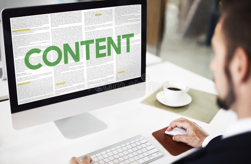 Zufriedene Daten-Internet-Medien, die nettes Konzept teilen lizenzfreie stockfotografie