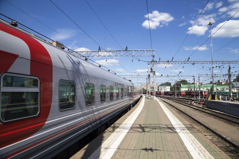 Zug auf Kazansky Bahn- Terminal-Kazansky vokzal -- ist einer von neun Bahnanschlüssen in Moskau, Russland lizenzfreies stockfoto