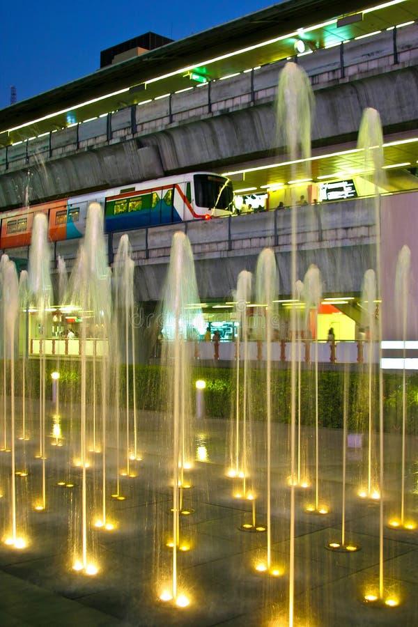 Zug in Bangkok, Thailand lizenzfreie stockfotografie