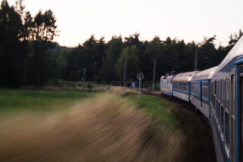 Zug in der hohen Geschwindigkeit stockbilder