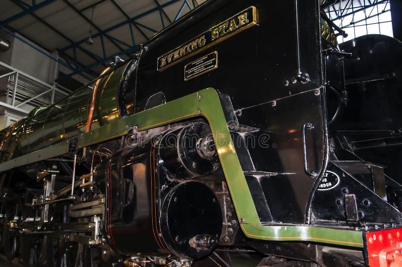 Zug im nationalen Bahnmuseum in York, Yorkshire England lizenzfreie stockbilder