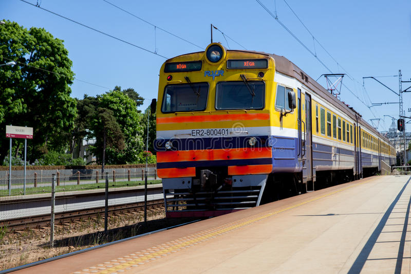 Zug nach Riga von Jurmala stockfoto