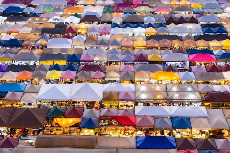 Zug-Nachtmarkt Ratchada, Bangkok, Thailand lizenzfreies stockfoto