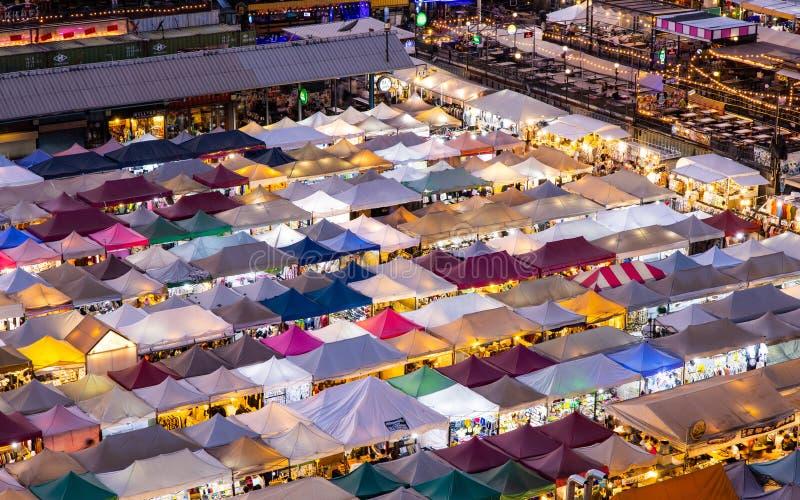 Zug-Nachtmarkt Ratchada, Bangkok, Thailand lizenzfreies stockbild