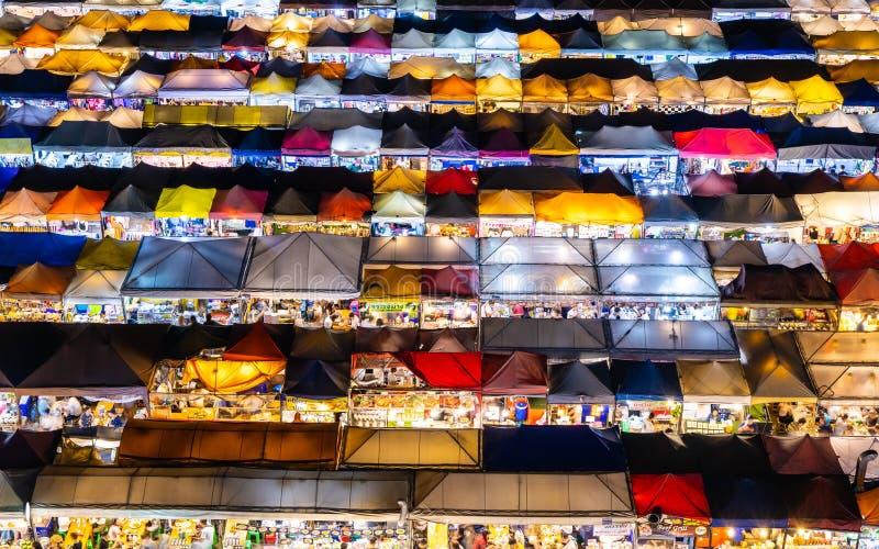 Zug-Nachtmarkt Ratchada, Bangkok, Thailand stockfoto