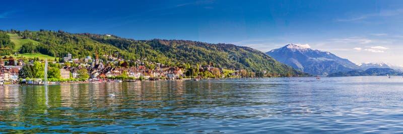 Zug stary miasteczko z kolorowymi domami, górą, Zugersee i Rigi, Zug, Szwajcaria, Europa zdjęcia royalty free