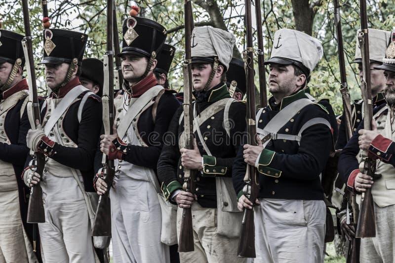 Zug von französischen napoleonischen Soldaten lizenzfreie stockbilder