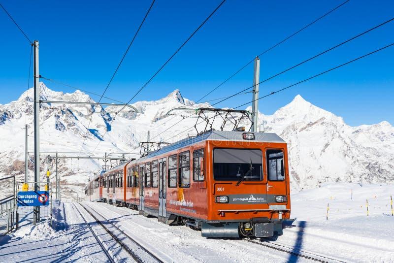 Zug von Matterhorn Gonergratbahn stockfotografie