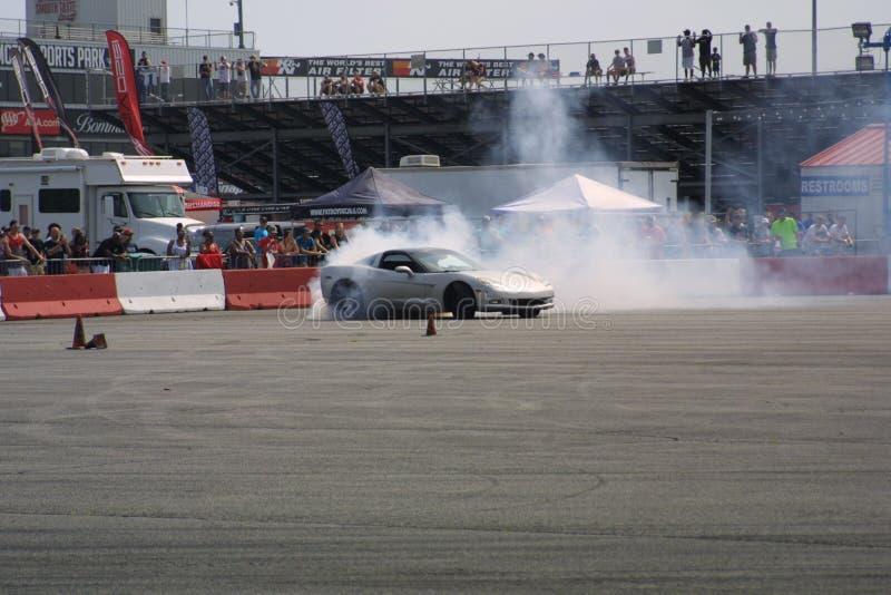Zugang Motorsports-Antrieb-Auto Burnout I lizenzfreie stockbilder