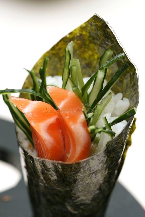 Zugebereitete und köstliche Sushi lizenzfreie stockfotos