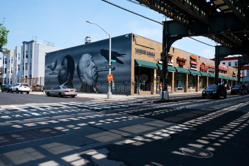 Zugschiene, -Graffiti und -architektur in Brooklyn, New York City lizenzfreies stockbild