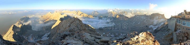 Zugspitze, hoogste de bergpiek van Duitsland stock afbeelding