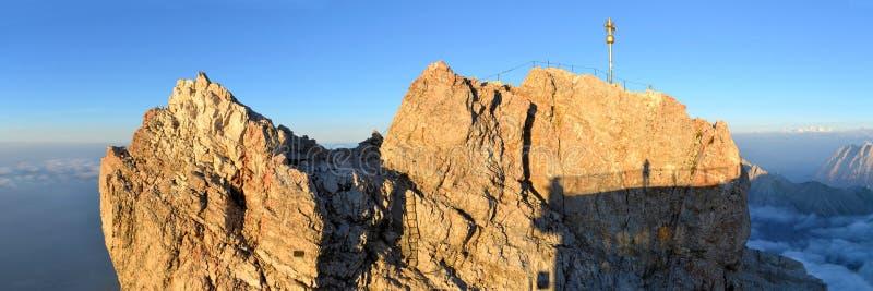 Zugspitze, hoogste de bergpiek van Duitsland royalty-vrije stock afbeelding