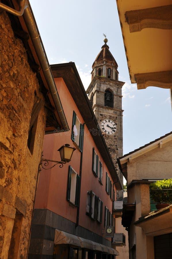 Zuid-Zwitserland: De historische kerktoren van Ascona-Stad stock afbeelding