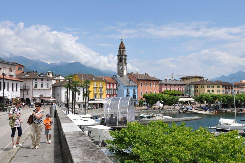 Zuid-Zwitserland: De meerpromenade in Ascon-Stad op kanton Ticino royalty-vrije stock fotografie