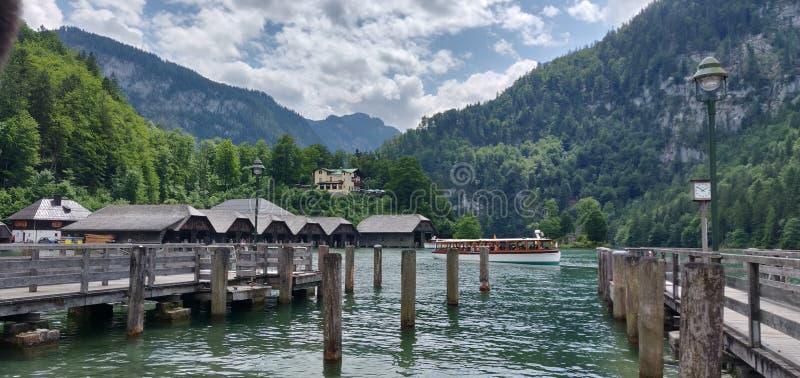 Zuiver land in mountains_Kings_Lake stock foto