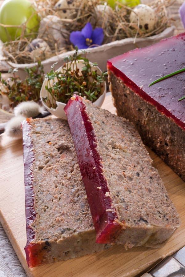 Zuivert pastei met paddestoelen en wilde Amerikaanse veenbessen stock fotografie