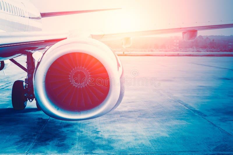 Zukünftige Energie des Flugzeugs, Flugzeugstrahltriebwerk lizenzfreies stockbild