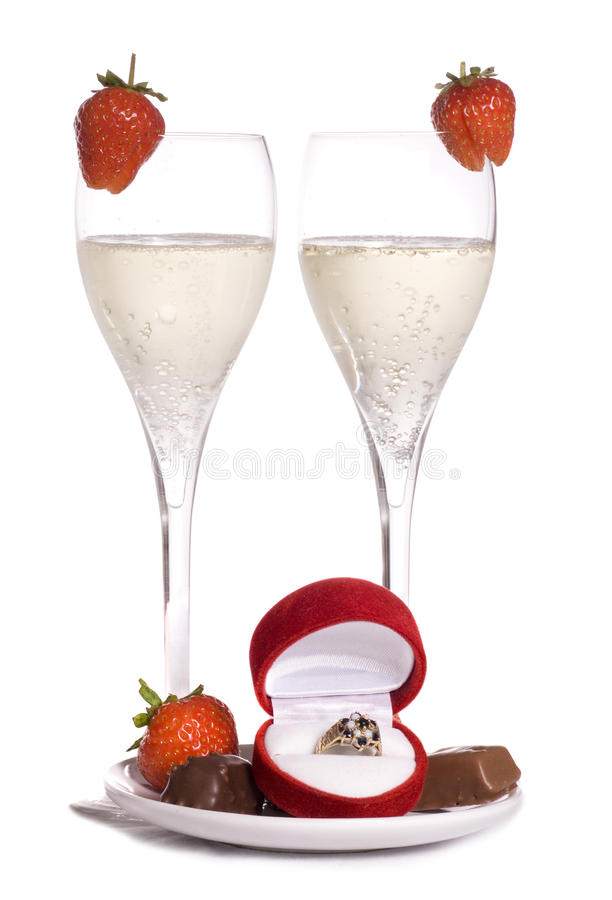 Zult u me champagne en chocolade huwen royalty-vrije stock foto's